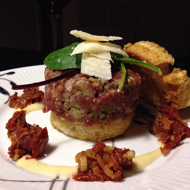 Steak tartare burger