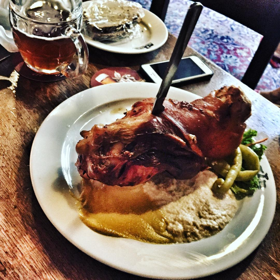 Czech roast pork knee