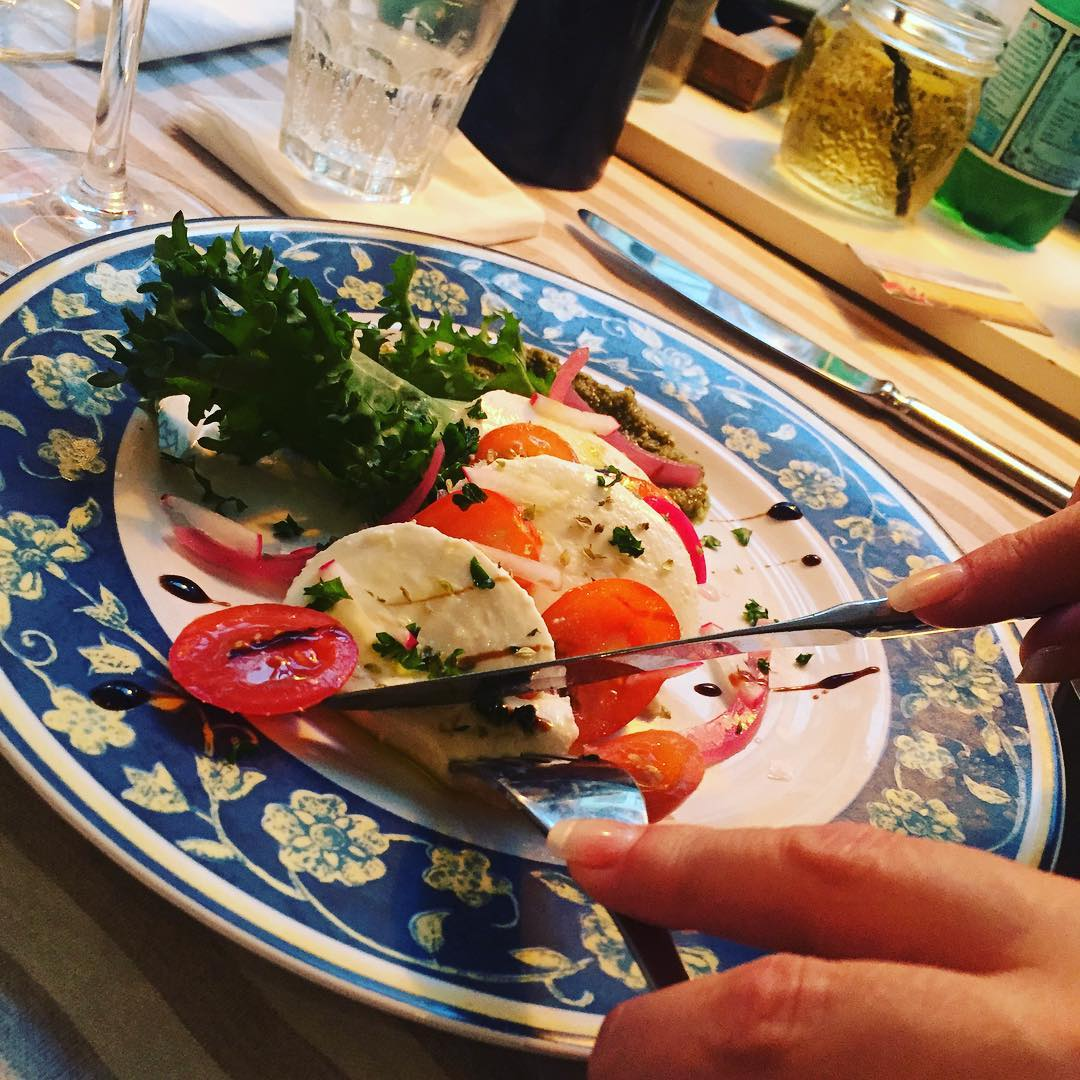 caprese salad at smækker lækker
