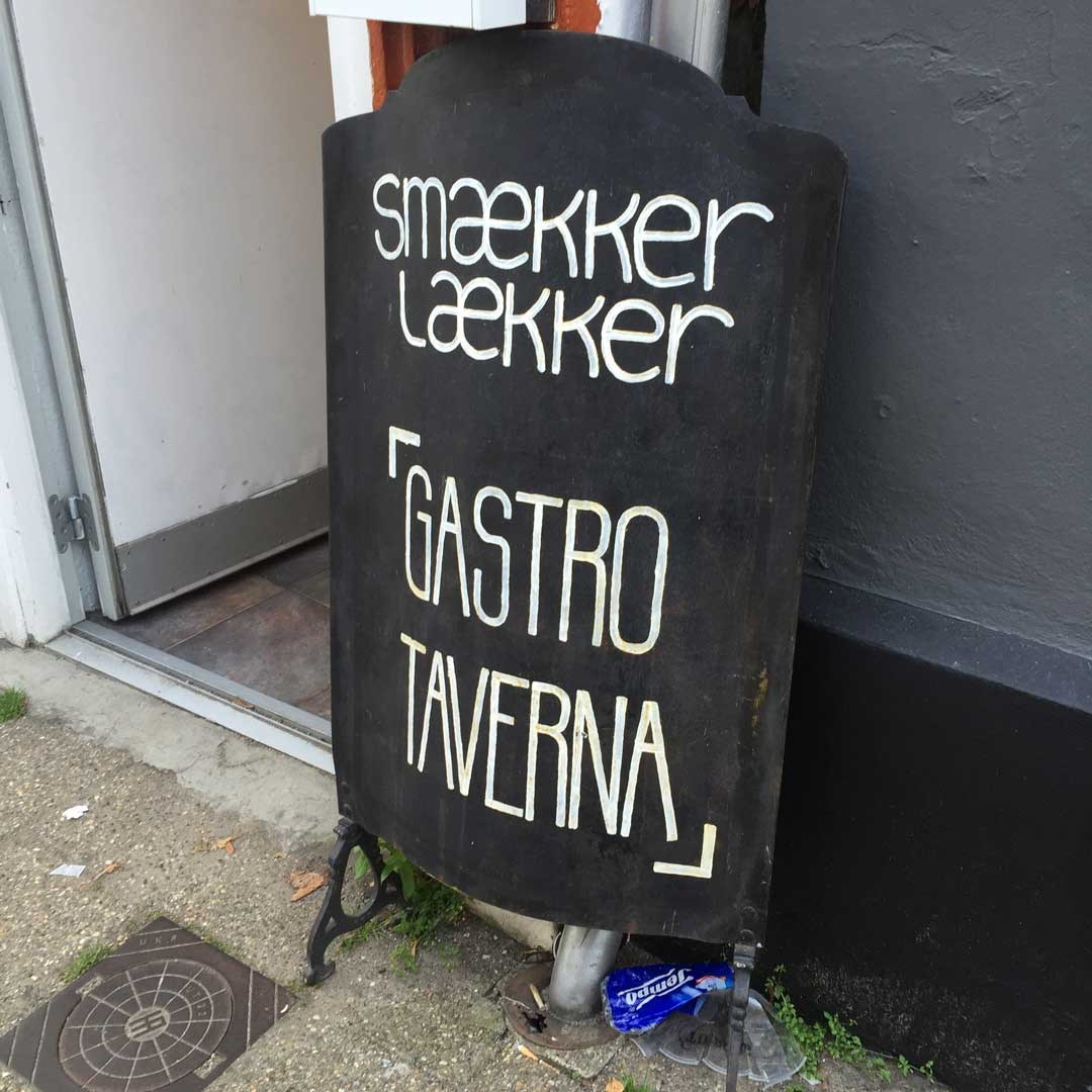 smaekker laekker gastro taverna sign